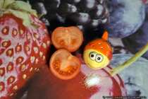 Das kleine Häufchen Salz und die aufgeschnittene Tomate