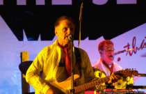 Die Oldieband 'The Jets' 2008 mit Helmut Schmidt an der Gitarre und Dieter Marschall am Schlagzeug.