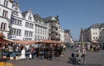Der Trierer Marktplatz mit Marktkreuz