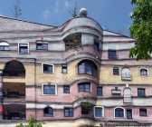 Die Baummieter sowie das begrünte Dach sollen ein Erlebnis von Stadt und Natur ermöglichen