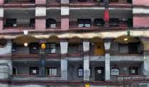 Idee von dem Künstler F. Hundertwasser und ein Entwurf durch den Architekten H. Springmann.