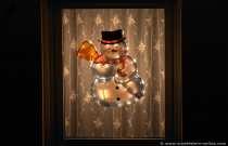 Ein Schneemann als Weihnachtdekoration an einem Fenster. Bis jetzt hielt sich der Schnee in Grenzen, obwohl weiße Weihnachten in den höheren Lagen nicht ganz ausgeschlossen ist.