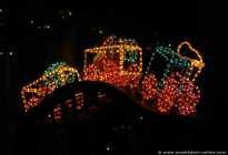 Eine sehr schöne und farbenfrohe Weihnachtslok.