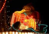 Der Weihnachtsmann mit den vielen Geschenken ist ebenfalls eine Detailaufnahme vom Weihnachtshaus in Dallau. Ein Live-Besuch ist das Haus wert.