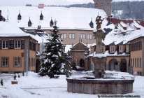 Verschneiter Marktbrunnen