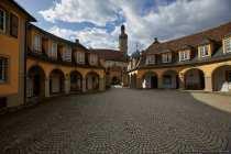 Eingang mit Torbogen zum Schloss Weikersheim im lieblichen Taubertal