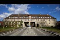 Schaeftersheim Stadt Weikersheim, Klosterhof und Einfahrt zum Ortsteil