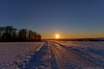 Blick Richtung Holzbronn im Main-Tauber-Kreis im fränkischen Baden-Württemberg. Die Sonne geht unter im Reckerstal. [EOS5D Mark4 | ISO100 | f8,0 | 1/640s | 21mm]