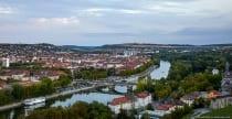 Die Ludwigsbrücke ist auch als Löwenbrücke bekannt, da an beiden Auffahrten Löwenstatuen stehen.