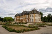 In der Nähe der Schlossanlage sind Parkmöglichkeiten vorhanden.