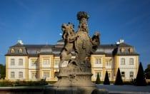 Ein kleines Paradies hinter eine dicken und hohen Mauer. Eine Schlosserweiterung wurde im Jahre 1749 bis 1753 von Balthasar Neumann durchgeführt.