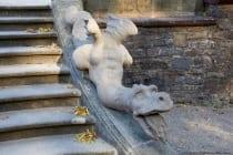 Über 300 Skulpturen sind in dem französisch gehaltenen Rokoko-Park vorhanden.