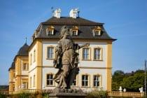 Im Jahre 1763 leitete der Fürstbischof Adam Friedrich von Seinsheim eine Neugestaltung des Gartens mit Brunnen und etwas mehr als 300 Sandsteinskulpturen.
