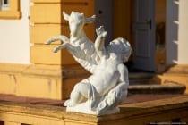 Etwas mehr als 300 Skulpturen können auf dem Gelände vom Schloss Veitshöchheim bewundert und entdeckt werden.