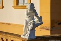 Die Skulpturen wurden von dem Würzburger Hofbildhauer Johann Wolfgang van der Auvera, Ferdinand Tietz und Johann Peter Wagner angefertigt.