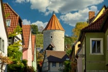 Die Dacheindeckung bescherte dem dreigeschossigen Rundturm in Sommerhausen den Namen der Rote Turm. Dieser war Teil einer Ortsbefestigung und diente als Gefängnis sowie Wehrturm. [EOS5D Mark4 | ISO50 | f4 | 1/160s | 105mm]