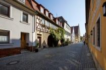Sommerhausen mit Blick zum Ochsenfurter Tor. [EOS5D Mark4 | ISO125 | f8 | 1/250s | 16mm]