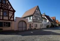 Sommerhausen liegt zirka 15 Kilometer südlich von Würzburg entfernt.