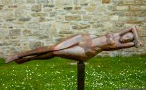Marco Flierl, Ziseleur, gehört seit 1989 zu dem Verband Bildender Künstler. Die Schwebende ist nur eine seiner Kunstarbeiten.