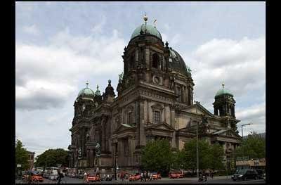 Dom in Berlin entzerrt