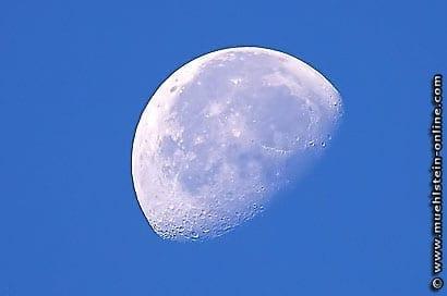 Luna. Vollmond. Abnehmender Mond. Nachtmond.