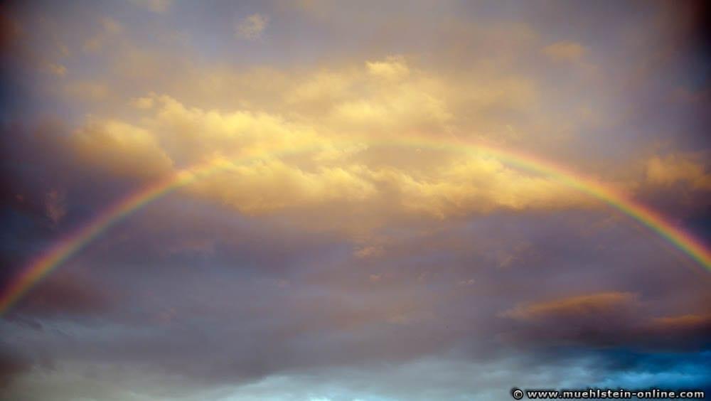 Regenbogen mit einer Brennweite von 28mm fotografiert