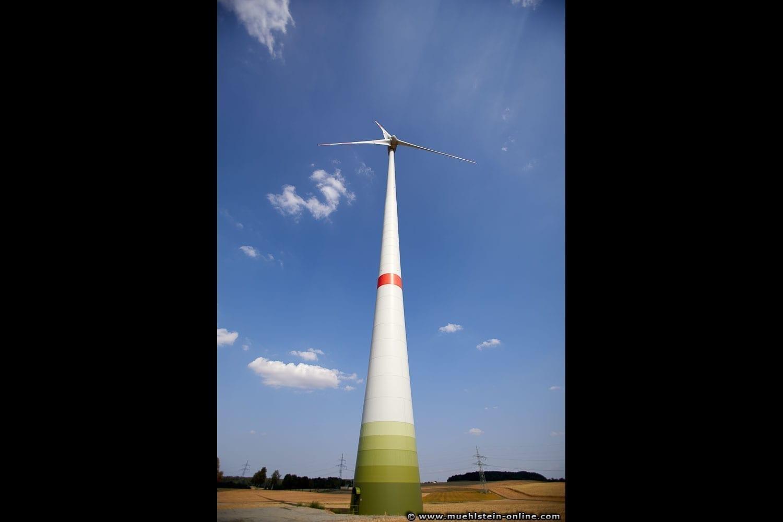 Die Energie aus Windkraft in schwindelerregender Höhe