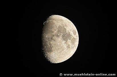 Luna, der Mond, the Moon, bei Tag und Nacht.