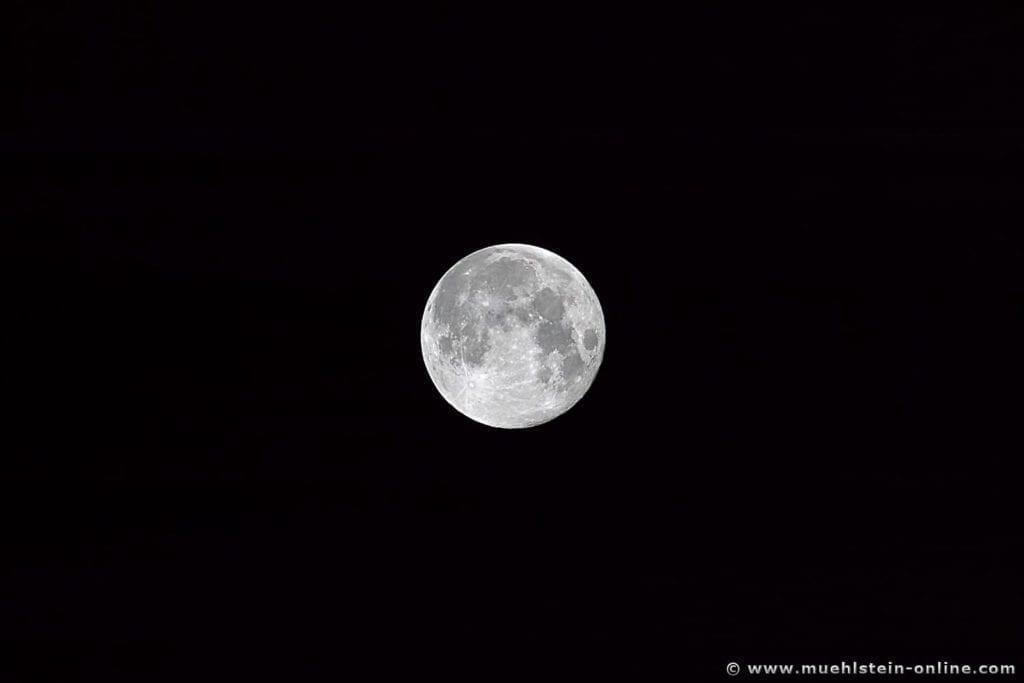 Mondaufnahme mit DSLR 6 Megapixel Crop 1,6