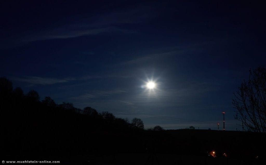 Mondbild, Langzeitbelichtung. 19:34 Uhr, Mond Langzeitbelichtung