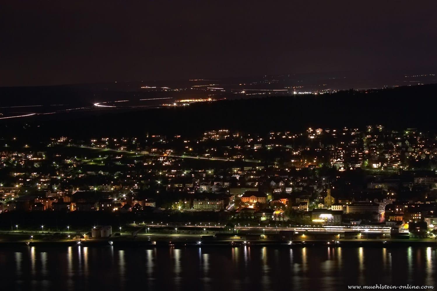 Nachtfoto Bingen. 20 Sekunden Langzeitbelichtung.