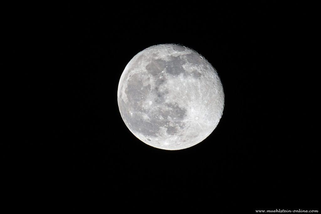 Mondfotografie mti einer professionellen Kamera DSLR/DSLM